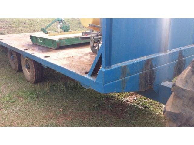 Flat bed farm trailer